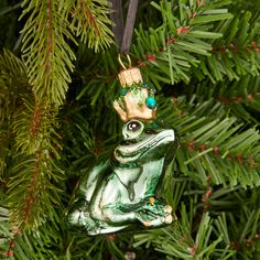 A fairy tale wouldn't be complete without a frog prince, and your royal amphibian, spruced up with glitter and its' very own jewelled crown, can happily sit above the fireplace or hop along the branches of your tree awaiting the mistletoe at midnight.
