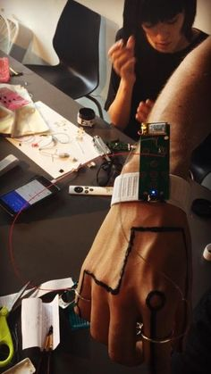 People have been experimenting with conductive body tattoos and flexible circuits, but Xin Liu's recent workshop at Eyebeam, NY, really showed the interface possibilities. Participants painted circ...