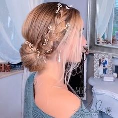 20 Quick And Easy Hair Styles & Video Tutorials! Hair Tutorials is part of braids - You can make your own hair look great After all, we women, allpowerful! That's why we've compiled 20 quick and easy hair styles video tutorials for you! Pretty Hairstyles, Braided Hairstyles, Wedding Hairstyles, Hair Upstyles, Hair Blog, Hair Videos, Hairstyles Videos, Makeup Videos, Prom Hair