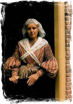 Dutch traditional dress - Groningen ca. Historical Costume, Historical Clothing, Costumes Around The World, Holland Netherlands, Folk Clothing, Cabaret, Folk Costume, Traditional Dresses, Folk Art