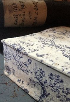 Antique French fabric covered box  fleaingfrance.com/fr/