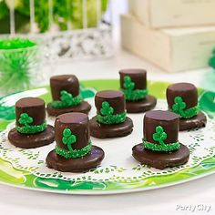 Tip your wee leprechaun hat to St. Patrick's Day! Click over to our decorating tips page!