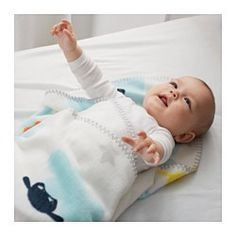 IKEA - STJÄRNBILD, Babydecke, , Eine farbenfrohe Babydecke aus strapazierfähigem Polyester mit dekorativem Zierstichrand, abgerundeten Kanten und verspielten Motiven. Natürlich auch weich und hautfreundlich fürs Baby.Wir sind so besorgt um die Sicherheit der Kleinen wie du. Deshalb haben wir den dekorativen Randabschluss mit einer zweiten Naht gesichert, damit sich garantiert nichts löst.Pflegeleicht: maschinenwaschbar.