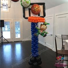 St. Patrick\'s Day + March Madness Basketball Hoop Decor. #PartyWithBalloons