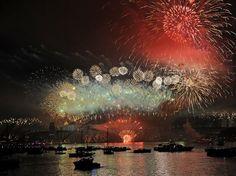 Chegada de 2013 - AUSTRÁLIA - Um espetáculo com fogos de artifício em Sydney marcou a passagem de Ano-Novo na Austrália, no primeiro grande show das celebrações globais para a chegada de 2013 Foto: AFP