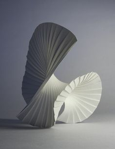 Danse des voiles, paon faisant la roue... Imagine. / Paper Art. / By Richard Sweeney.