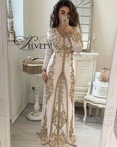 Abaya Style 640848221964061935 - Source by Royal Dresses, Indian Dresses, Indian Outfits, Dresses Dresses, Long Dresses, Abaya Fashion, Fashion Dresses, Muslim Fashion, Morrocan Dress