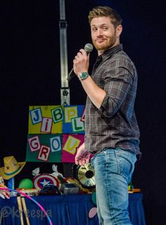 Jensen at JIBCon2015 - I ADORE this pic from @kreespa on Twitter!