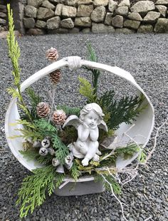 Funeral Arrangements, Christmas Arrangements, Christmas Centerpieces, Flower Arrangements, Christmas Wood Crafts, Christmas Baskets, Cemetery Flowers, Gravel Garden, Funeral Flowers