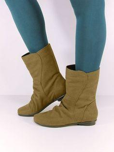 Vegan Vegetarian Non-Leather Womens Ruffled Pixie Flat Boots, ook in grijs, 62 euro Vegan Store, Vegan Boots, Vegan Shopping, Flat Boots, Eclectic Style, Vegan Vegetarian, Pixie, Flats, Euro
