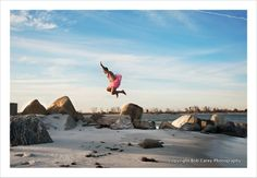 This Guy Traveled The Country In A Pink Tutu Just To Make His Wife Laugh During Chemo. After so much positive feedback, Bob knew he had to continue making the photographs. The Tutu Project was born and quickly went viral. Tutu Rose, Pink Tutu, Photo Images, This Is Love, Run Around, Breast Cancer Awareness, World, Beach, Travel