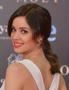 Dafne Fernández http://www.marie-claire.es/belleza/consejos-belleza/fotos/belleza-en-los-premios-goya-2014/dafne-fernandez-2