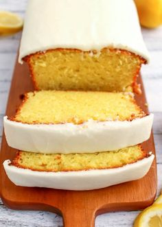 19 Starbucks Favorites You Can Make at Home If you like Starbucks Lemon Loaf, then you'll love this moist, delicious Lemon cake! This easy to make recipe, is loaded with delicious lemon flavor, and topped with an amazing lemon frosting. Food Cakes, Cupcake Cakes, Cupcakes, Cake Icing, Starbucks Lemon Loaf, Starbucks Recipes, Loaf Recipes, Cake Recipes, Dessert Recipes