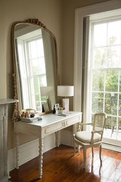 A marble-topped vanity gets an extra dose of French elegance thanks to a gilded mirror. schlafzimmer A Neutral New Orleans Apartment with Eclectic Style Home Decor Trends, Home Decor Styles, Cheap Home Decor, Decor Ideas, Decorating Ideas, New Orleans Apartment, New Orleans House, New Orleans Decor, Vanity Design