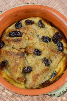 Slimming Eats Low Syn Bread and Butter Pudding - vegetarian, Slimming World and Weight Watchers friendly Slimming World Banana Cake, Slimming World Deserts, Slimming World Puddings, Slimming World Recipes Syn Free, Slimming World Diet, Slimming Eats, Bread And Butter Pudding, Gateaux Cake, Sweet Recipes