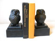 Aparador de livros, imitando pedra (serve tb como peso de papeis individualmente)