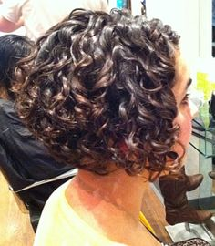 20 Last cuts of Bob graduates Peinados de Bob 0 Tem 2018 Bob Hairstyles 0 It's time to get a new hairstyle! Here we have compiled images of 20 last cuts of Bob graduates that you may want to try. It is a known fact that bob hairstyles are big hair trend … Haircuts For Curly Hair, Curly Hair Cuts, Short Bob Haircuts, Curly Bob Hairstyles, Curly Hair Styles, Frizzy Hair, Hairstyles 2016, Kinky Hair, Short Curly Cuts