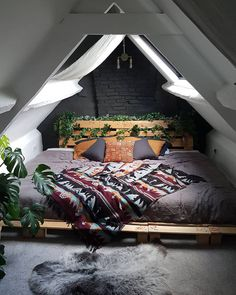 26 Rustic Bedroom Design and Decor Ideas for a Cozy and Comfy Space - The Trending House Bedroom Corner, Cozy Bedroom, Bedroom Decor, Master Bedroom, Bedroom Ideas, Master Suite, A Frame Bedroom, Extra Bedroom, Bedroom Plants