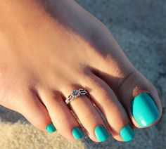 Material: Sterling Silver Quantity : One Toe Ring. Size of Ring :Adjustable (open end ). Knuckle Rings, Toe Rings, Jewelry Gifts, Unique Jewelry, Jewellery, Rings N Things, Creative Nail Designs, Beauty Spa, Sterling Silver Flowers