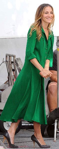 Who made Sarah Jessica Parker's green long sleeve tie dress that she wore in New York?