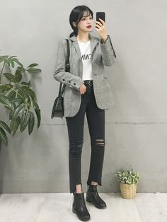 Korean Fashion Trends you can Steal – Designer Fashion Tips Korean Fashion Minimal, Korean Fashion Teen, Korean Fashion Ulzzang, Korean Street Fashion, Korea Fashion, Korean Outfits, Asian Fashion, Fall Fashion Outfits, Look Fashion