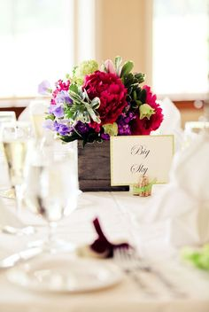 Wine cork name tag holders,  love the rustic flower boxes too,  not to mention the beautiful flowers  :)