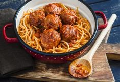 36 Super Ideas For Pasta Beef Recipes Dishes Meatball Recipes, Beef Recipes, Pastas Recipes, Albondigas, Spaghetti And Meatballs, Spaghetti Recipes, Clean Eating Snacks, Food Dishes, Gastronomia