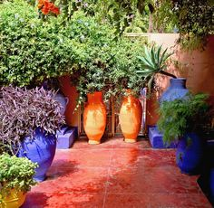 Idea on how to arrange pots at the end of the patio