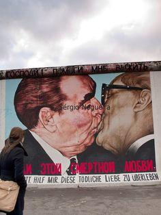 Berlin wall, the kiss Brezhnev & Honecker