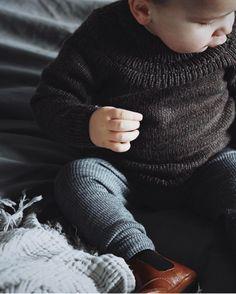 """575 Synes godt om, 23 kommentarer – PetiteKnit • knitting patterns (@petiteknit) på Instagram: """"Ankers Trøje på lille Wilfred ovre hos @lisehoeyer Opskriften er på dansk på www.petiteknit.com…"""""""
