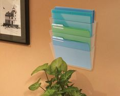 Make take-home folders to place your permission slips, homework and school projects in to stay organized this school year. #Deflecto #WallFiles #Organization #School