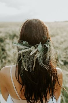 This organic hair piece is perf for any boho rustic bride | Image by Tricia Victoria & Co. Photography and Nathan Walker Photography