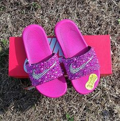 Sporting activities footwear adept for week excursions and trekking holiday seasons, our females' walking footwear. Boy Fashion Style Dress Up Nike Fashion, Sneakers Fashion, Fashion Shoes, Boy Fashion, Nike Slippers, Nike Shoes, Shoes Sneakers, Cute Nikes, Bling Shoes