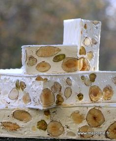 Nougat une deuxime model plus classique sans chocolat Encore French Desserts, French Food, Gourmet Gifts, Gourmet Recipes, Nougat Cake, Edible Gifts, French Pastries, Candy Recipes, Yummy Snacks