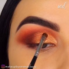 Amazing eye looks done with vibrant and pretty colors! By What is Makeup ? What is Makeup ? Makeup Eye Looks, Eye Makeup Steps, Beautiful Eye Makeup, Blue Eye Makeup, Cute Makeup, Contour Makeup, Eyebrow Makeup, Skin Makeup, Eyeshadow Makeup