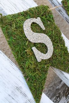 Moss Banner is perfect for a golfing party! Great idea, maybe wouldn't use glitter letters though.