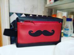 Dominique Foucher Pillon sur Instagram: Et pour accompagner le sac de voyage,une trousse de toilette. Toujours un modèle sacotin,ici le dernier sorti : fringante !!! Une vraie…
