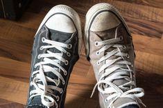 Immer am 3. Mai wird in den USA der Trag-zwei-verschiedenfarbige-Schuhe-Tag, der amerikanische National Two Different Colored Shoes Day gefeiert.