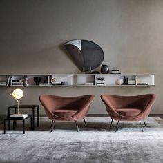 D.154.2 is a deep-seated chair with a cocooning profile originally designed in the 1950s by Italian architect Gio Ponti, which Molteni&C has reissued with new upholstery options. Lounge Chair Design, Lounge Chairs, Modular Lounges, Anglepoise, Gio Ponti, Dezeen, Art Design, Architecture, Armchair