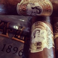 As tasty as they are beautiful. @Pau Lz #cigars #nowsmoking #stogies #cigars #cigarsnob #cigarporn #cigarlovers #cigaraficionado #cigartime #cigarlife #cigarphoto #cigarians #cigarmoment #cigaroftheday #cigaraddict #cigarstyle #cigarsociety #cigarobsession #cigarnation