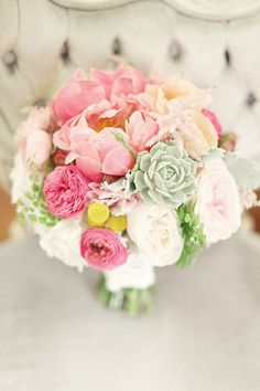 bouquet with succulents #wedding