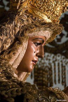 Reina madre y capitana .María Santísima de la Esperanza. (Triana) Sábado de Pasión  Sevilla  Spain