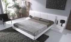Schlafzimmer weiß Bett Kopfteil Shaggy Teppich