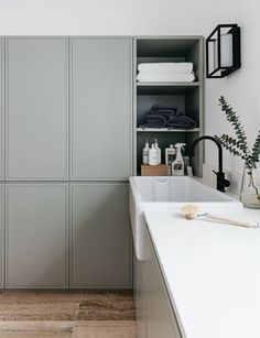 "Exceptional ""laundry room storage diy"" detail is offered on our website. Read more and you wont be sorry you did. Small Laundry, Laundry In Bathroom, Small Storage, Diy Storage, Small Shelves, Storage Ideas, Storage Shelves, Cocinas Kitchen, Laundry Room Organization"