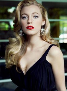 dark navy blue gown worn by blake lively with wavy long blonde hair red lipstick and black mascara christmas makeup ideas silver ornamental earrings Red Lipstick Makeup Blonde, Red Makeup, Red Lipsticks, Hair Makeup, Veronica Lake Hair, Easy Hairstyles, Wedding Hairstyles, Christmas Makeup, Prom Hair
