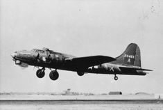 A Flying Fortress (serial number of the Bomb Group takes off. MI-A was the first in a batch of twelve modified in the USA with pre-production Air Force Bomber, American Air, Pre Production, Planes, Britain, Fighter Jets, Aircraft, Army, Military
