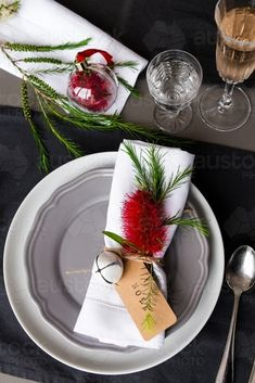 Image of australian christmas table place setting with a . Image of australian christmas table place setting with a . Always aspired to be able to knit, but unclear the place to. Lunch Table Settings, Table Place Settings, Christmas Table Settings, Christmas Place Setting, Aussie Christmas, Summer Christmas, Australian Christmas Food, Christmas Ideas, Christmas Crafts