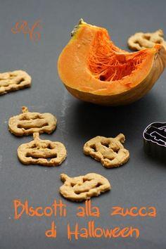 Biscotti speziati alla zucca con fiocchi d'avena e farina d'orzo. #vegetariano #halloween