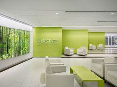 Top 40 Healthcare Giants of 2015 is part of - EwingCole, Ranked 20 Project State University of New York, Upstate Cancer Center Location Syracuse, NY Photography by Halkin Mason Photography Interior Design Magazine, Clinic Interior Design, Clinic Design, Medical Office Design, Healthcare Design, Cabinet Medical, Design Exterior, Hospital Design, Waiting Area