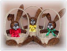 Newspaper Basket, Newspaper Crafts, Old Newspaper, Easter Crafts, Christmas Crafts, Christmas Ornaments, Matchbox Twenty, Paper Weaving, Diy Ostern